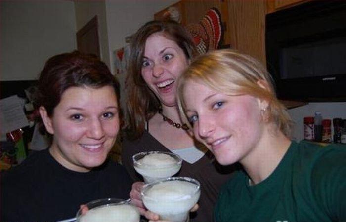 Девушки, которые портят снимки (46 фото)
