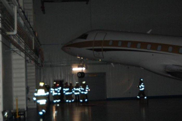 Обрушение самолетного ангара (13 фото)