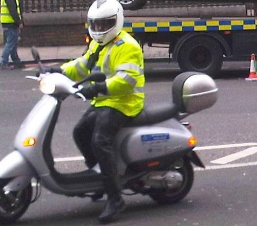 Бессовестная полиция (2 фото)