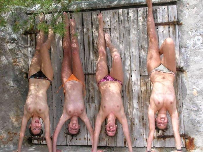 Пляжные девушки (57 фото)