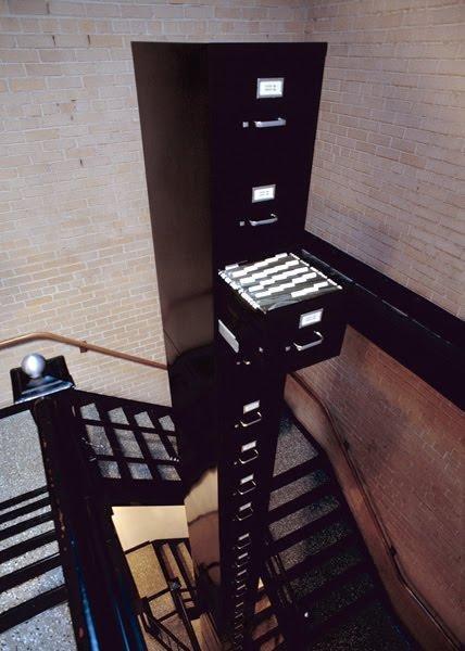 Башня из ящиков (4 фото)