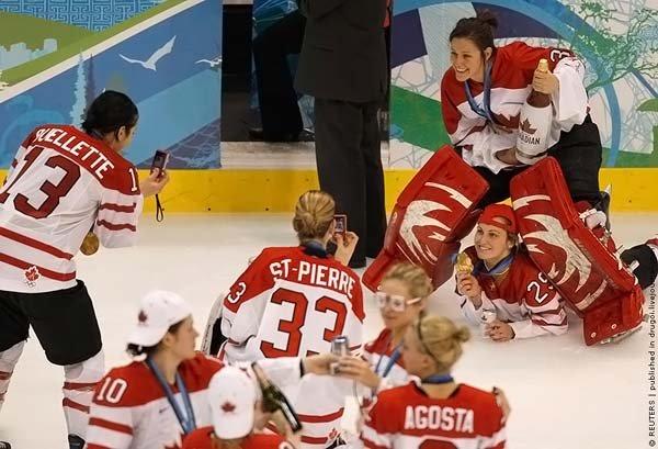 Как канадки праздновали победу (5 фото + текст)