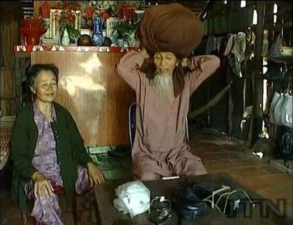 Длинноволосый старик (6 фото)