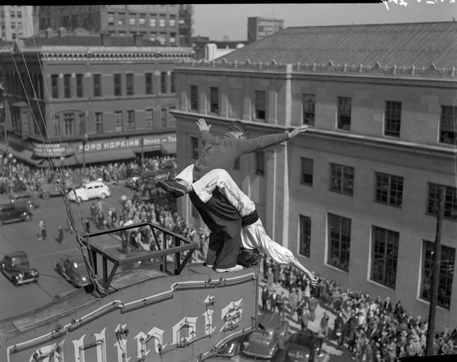 Танцы на высоте (6 фото)