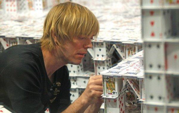 Гигантский карточный домик (5 фото)