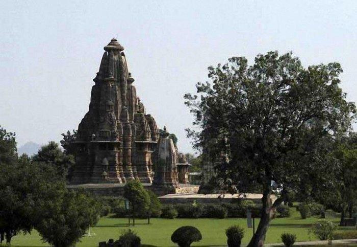 Камасутра в камне. Индийский храм Кхаджурахо (15 фото)