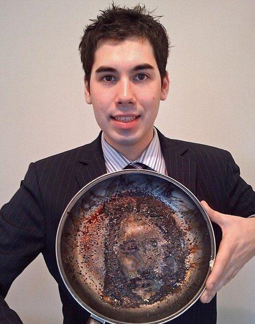 Лик Христа на сковороде (3 фото)