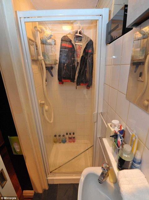 Квартира, размером с ванную (5 фото)