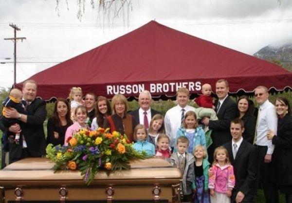 Странные семейные фотографии (28 фото)