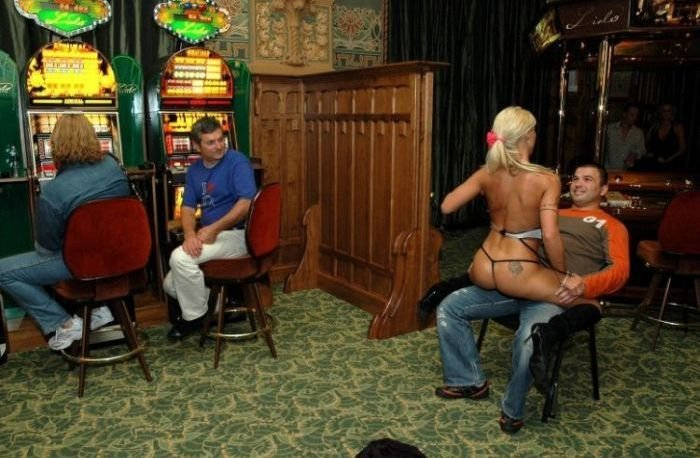 Эро-шоу в казино (22 фото)