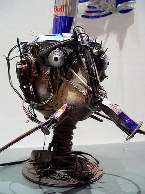 Скульптуры из банок Red Bull (23 фото)