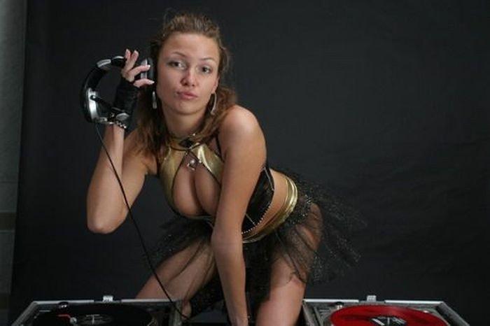 Русские девушки-диджеи (16 фото)