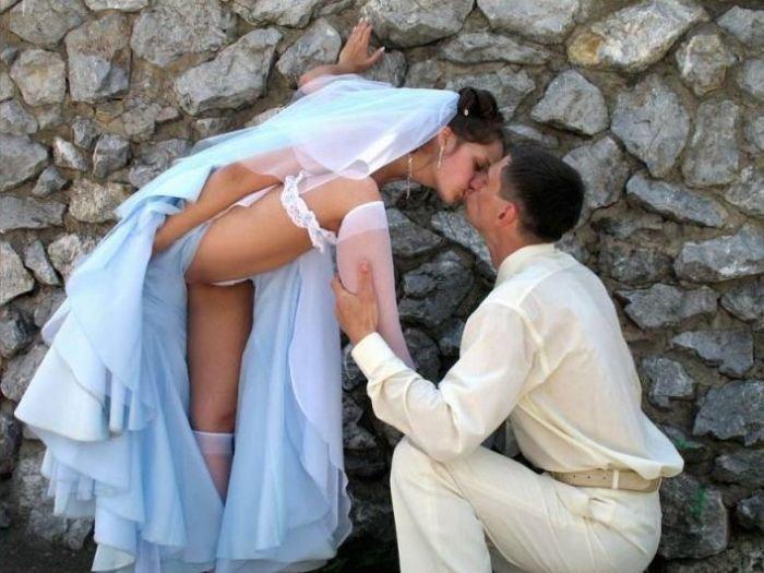 под юбками невест