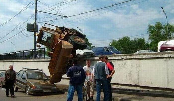 Необычные автопроисшествия (40 фото)