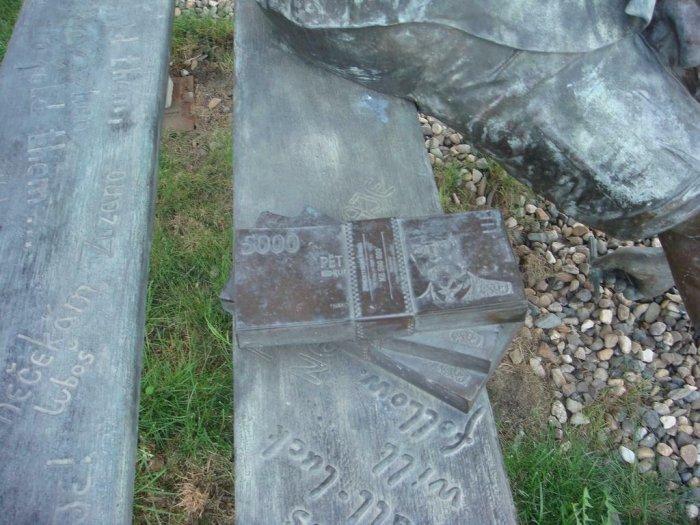 Памятник проституции? (5 фото)
