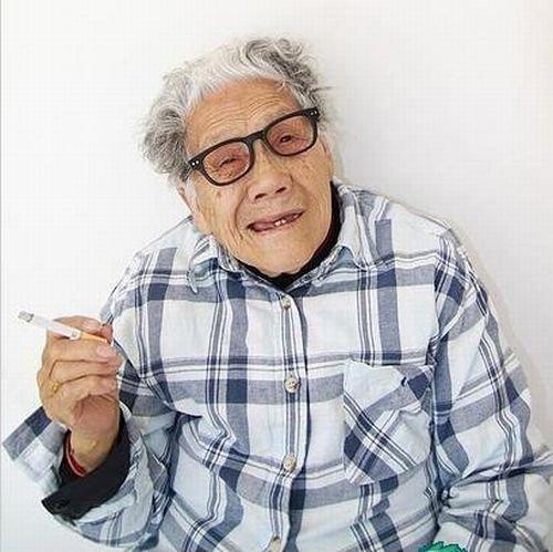 Прикольная бабушка из Китая (10 фото)