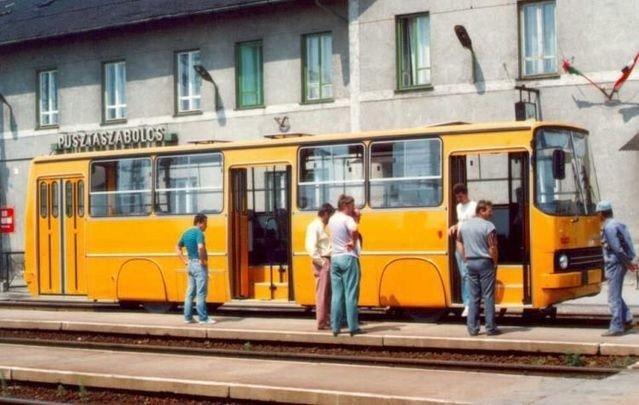 Трамвай из Икаруса (5 фото)