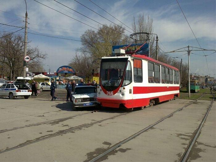 Трамвай против ДПС (8 фото)