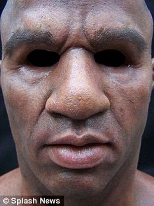 Необычная маска для ограбления (4 фото)