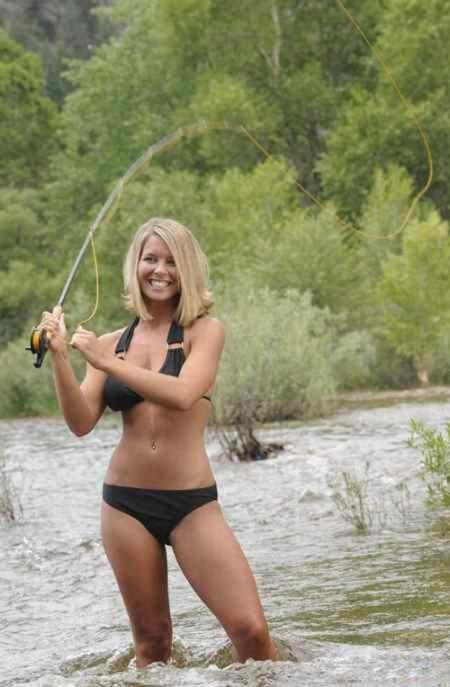 Девушки ловят рыбу (39 фото)
