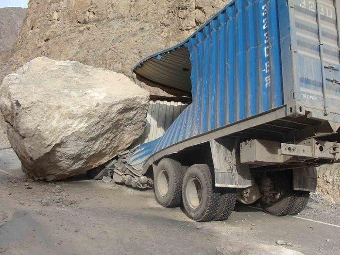 Огромный камень (3 фото)