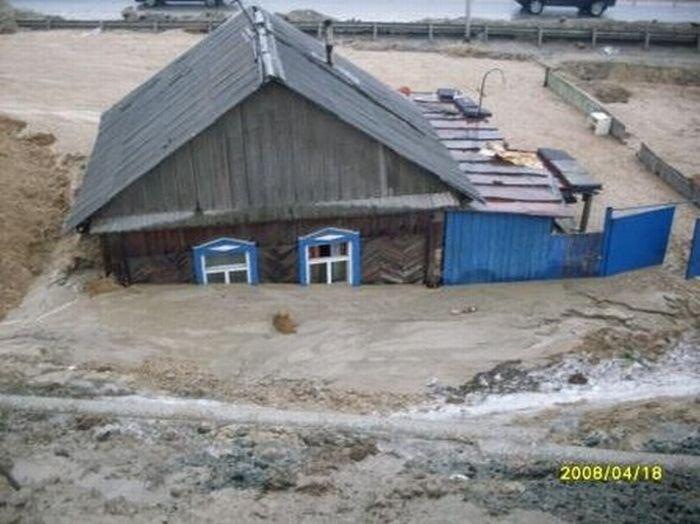 Борьба за дом в Томске (5 фото)