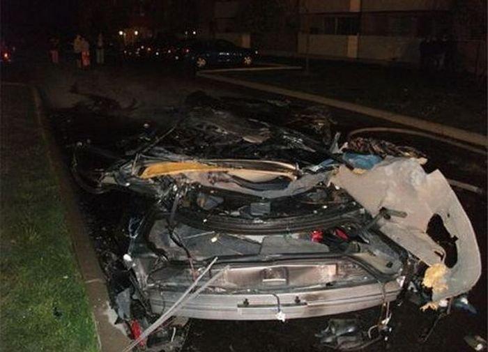 Автомобиль протаранил дом (15 фото)