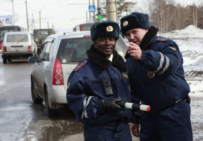 Афро-русский гаишник (4 фото)
