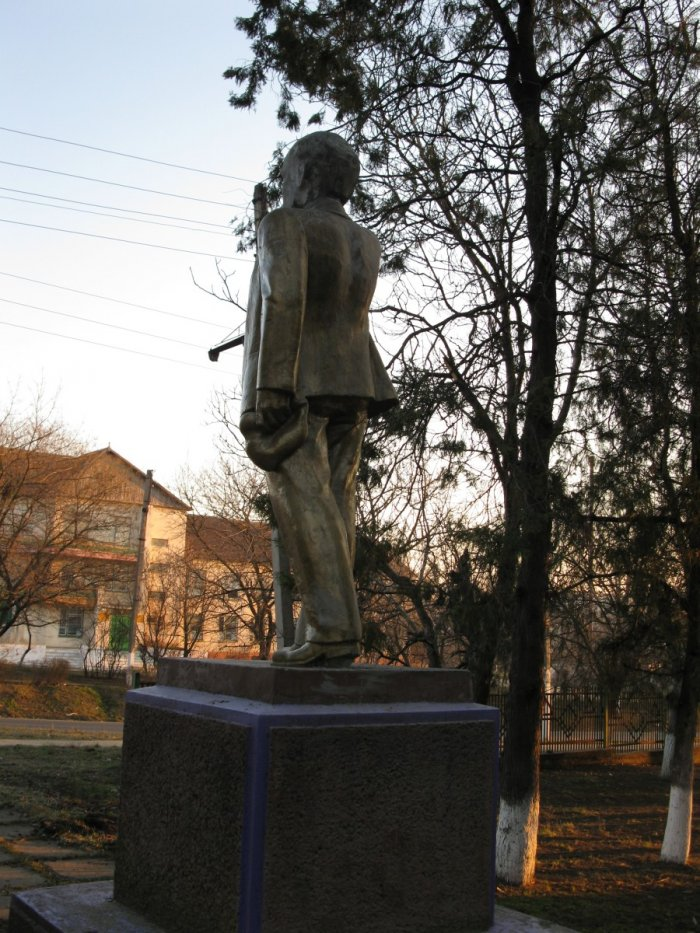 Модернизация памятника Ленину (3 фото)
