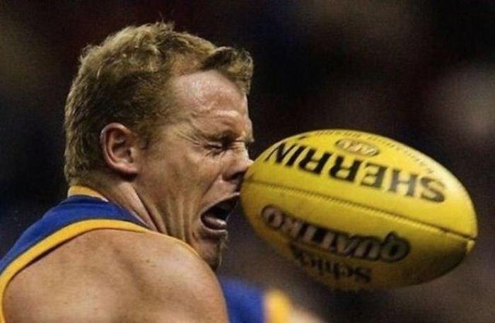 Получили мячом по лицу (36 фото)