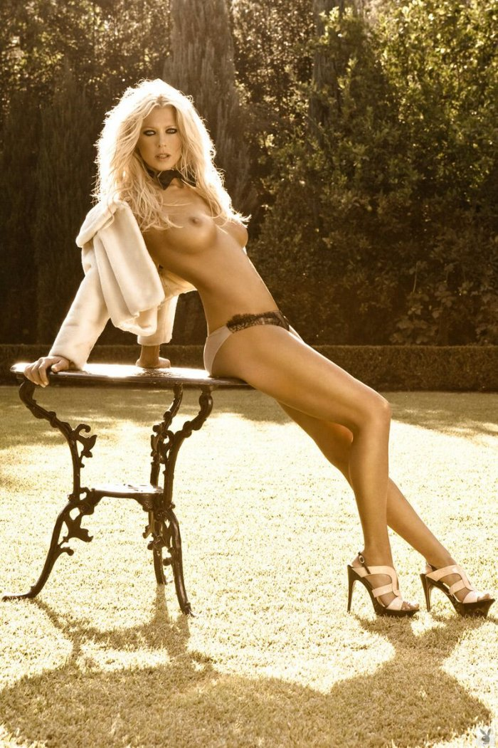 Tara Reid для Playboy (9 фото)
