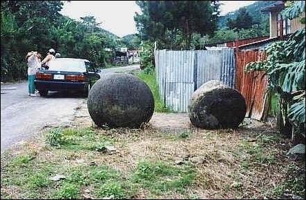 Каменные шары Коста-Рики (18 фото)
