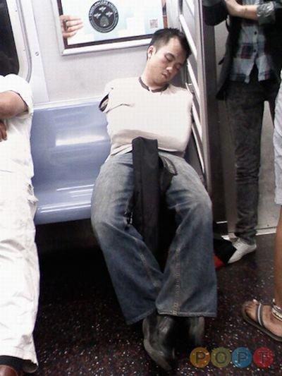 Люди в общественном транспорте (102 фото)