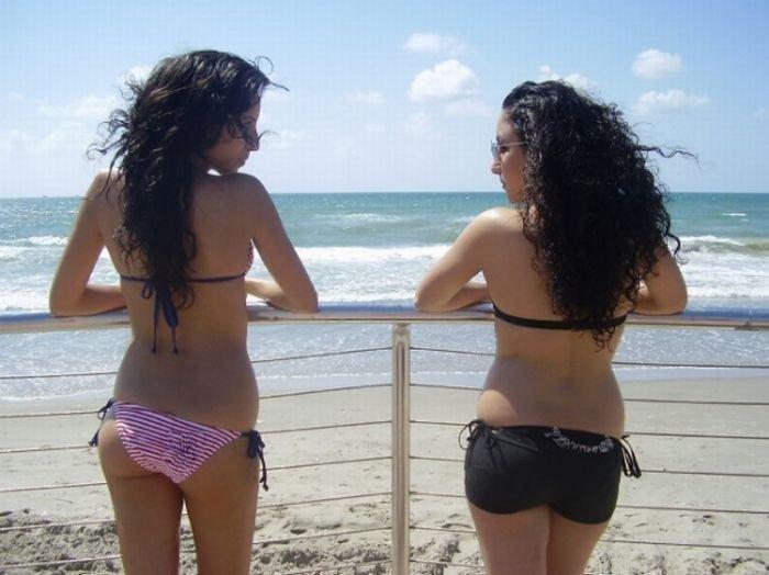 Пляжные девушки (63 фото)