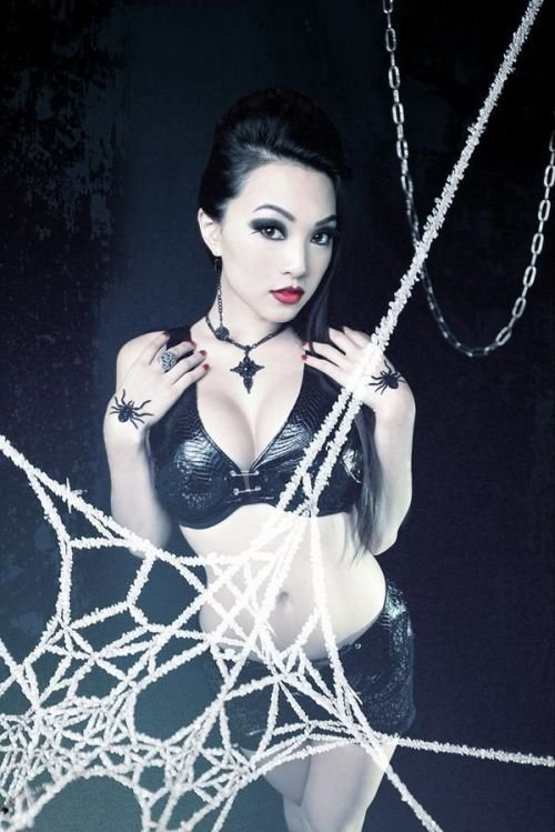 Девушка-вамп Линда Ли (38 фото)
