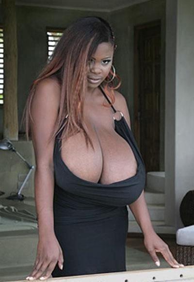 Самая большая натуральная грудь (7 фото)