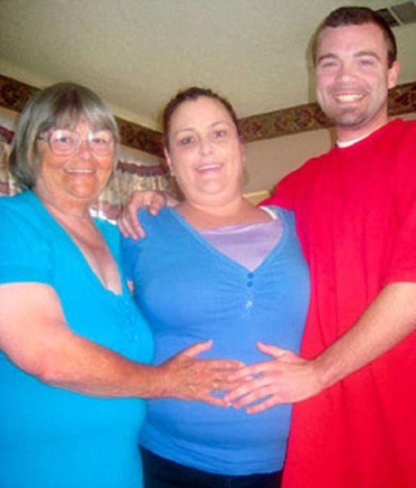 Любовь бабки и внука (3 фото)