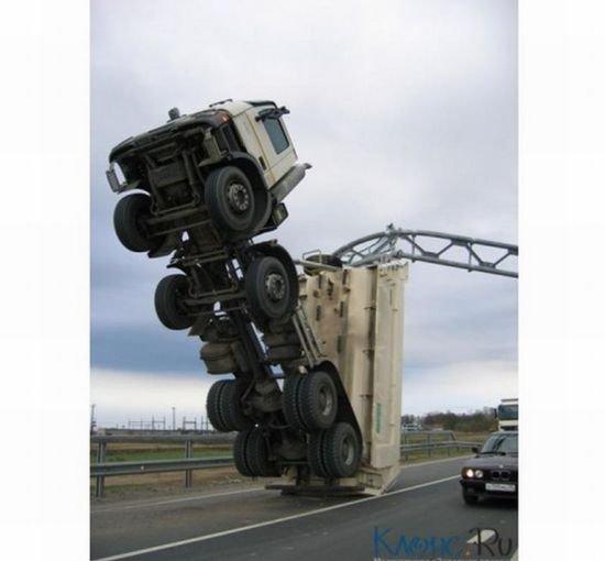 Странная авария (6 фото)