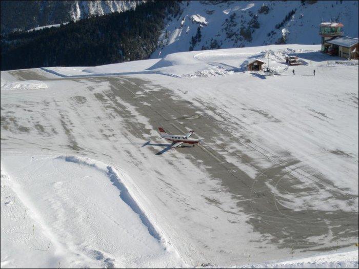 Необычная взлетно-посадочная полоса (10 фото)