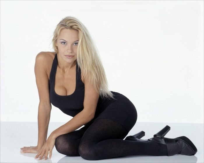 Молодая Памела (67 фото)