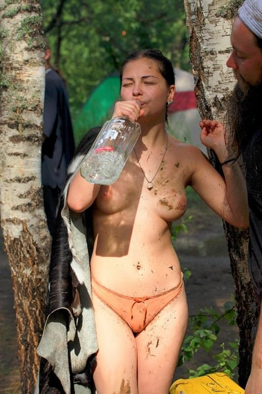 Девушки на фестивале Пустые Холмы 2010 (86 фото)