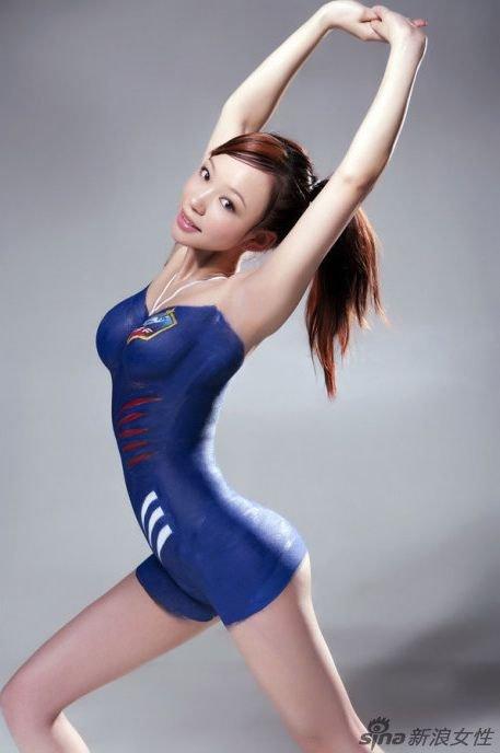 Китайские девушке в бодиарте (32 фото)