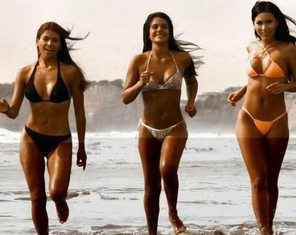 Девушки в бикини (69 фото)
