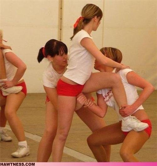 Девушки занимаются ерундой (70 фото)
