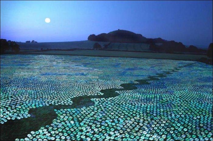 600 000 компактов на газоне (7 фото)