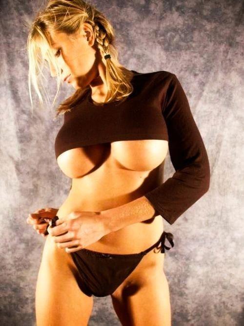 Полуобнаженная грудь. Продолжение (149 фото)