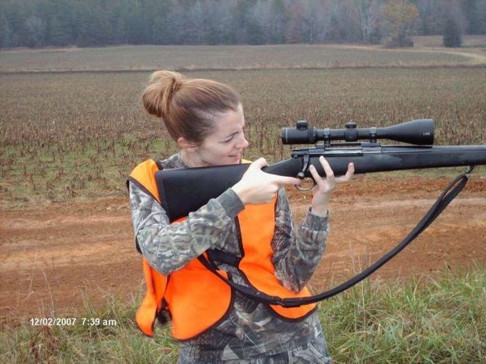 Девушки с оружием (74 фото)