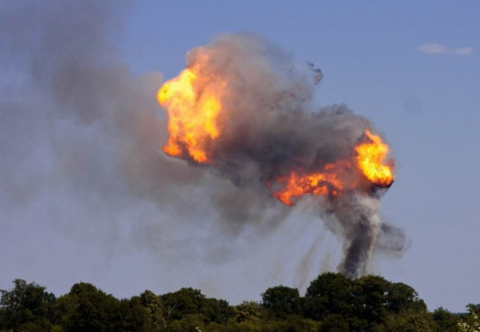 Взрыв заправки (14 фото)