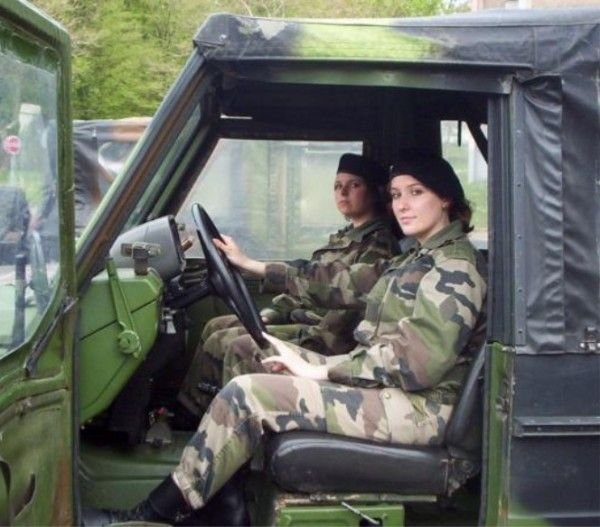 Девушки в армиях мира (47 фото)