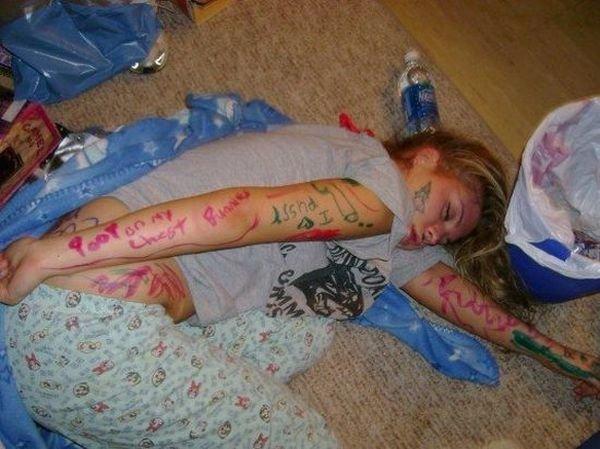Девушки перебрали (118 фото)